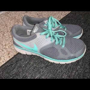 Nike tennis shoes size 8